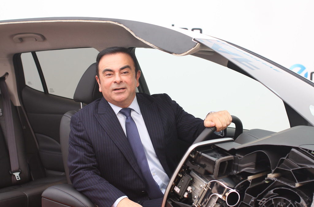 Carlos Ghosn au volant d'un des voiture de sa franchise.